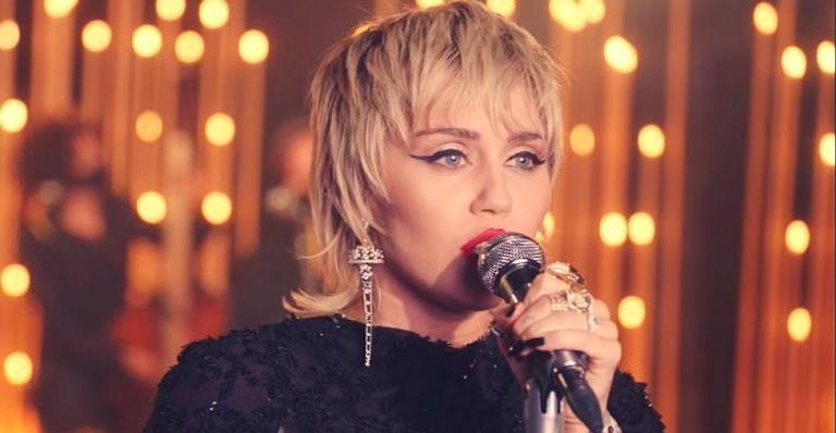 Cantora se apresentou em estúdio intimista ao Live Lounge d BBC Radio 1
