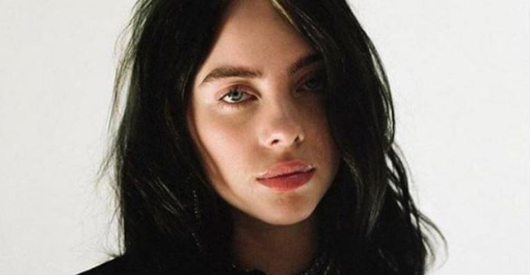 A cantora de 18 anos fez o anúncio durante uma live nesta terça-feira (15)