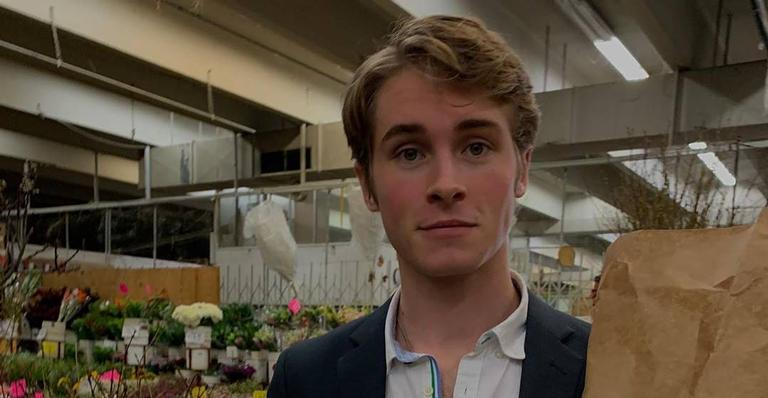 O ator de 22 anos atuou em outras séries da plataforma, como