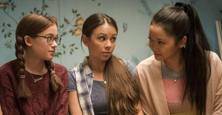 Janel Parrish contou que o terceiro filme deverá ser lançado no início de 2021 e comentou sobre sua relação com as atrizes