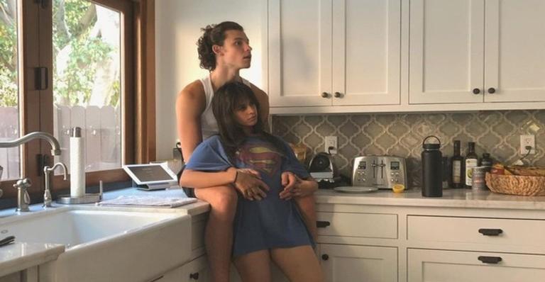 Cantor revela que suas músicas são sobre a namorada