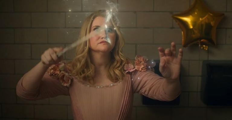 O filme conta a história de uma fada madrinha que se determina a trazer felicidade para a vida de Mackenzie, interpretada por Isla Fisher