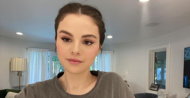 """Em seu último episódio do programa """"Selena + Chef"""", a cantora anunciou a doação para ONG Feeding America"""