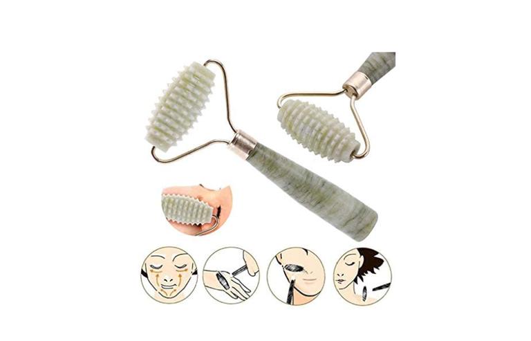 Práticos e relaxantes: conheça os benefícios do face roller para a sua pele