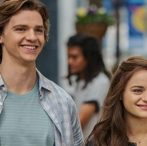 "Joel Courtney, o Lee de ""A Barraca do Beijo"" se casa com a melhor amiga"