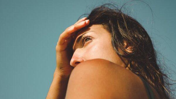 verao-2021:-como-manter-a-saude-da-pele-e-do-cabelo-durante-a-estacao-mais-quente-do-ano