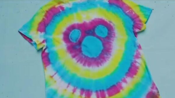 aprenda-a-customizar-uma-camiseta-tie-dye-do-mickey