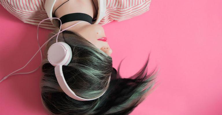 conheca-os-perigos-de-ouvir-musica-alta-no-fone-de-ouvido
