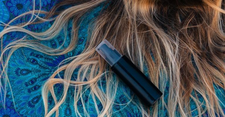 verao:-aprenda-a-domar-o-ressecamento-e-o-frizz-dos-cabelos-nessa-estacao!