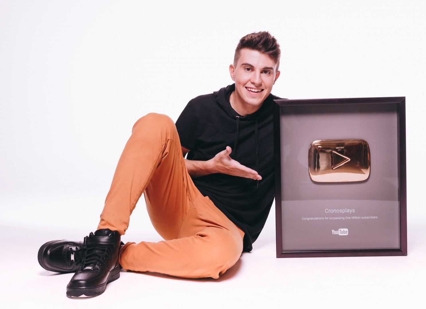 cronos-e-hoje-um-dos-maiores-youtubers-teen-do-brasil