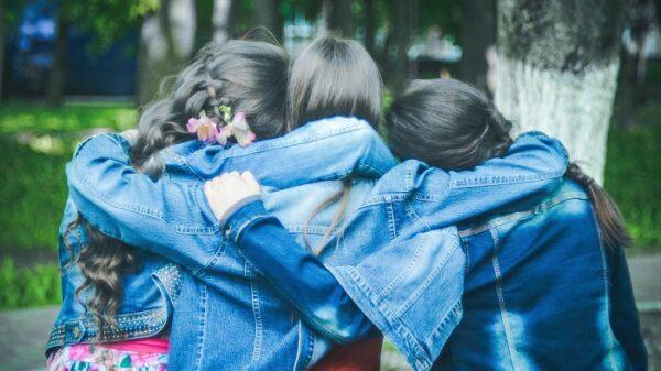 como-sobreviver-ao-fato-de-que-deixamos-amigos-para-tras