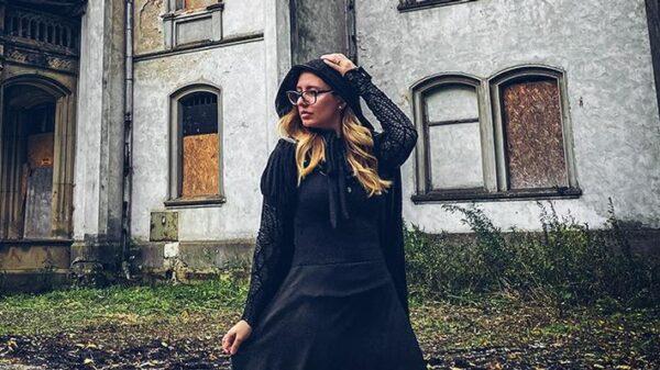conheca-carol-capel,-a-youtuber-que-faz-sucesso-com-os-jovens-falando-de-casos-sobrenaturais