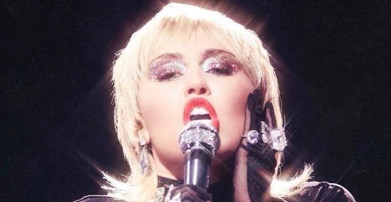 miley-cyrus-se-rende-a-pedido-dos-fas-e-disponibiliza-cover-de-blondie;-ouca-'heart-of-glass'