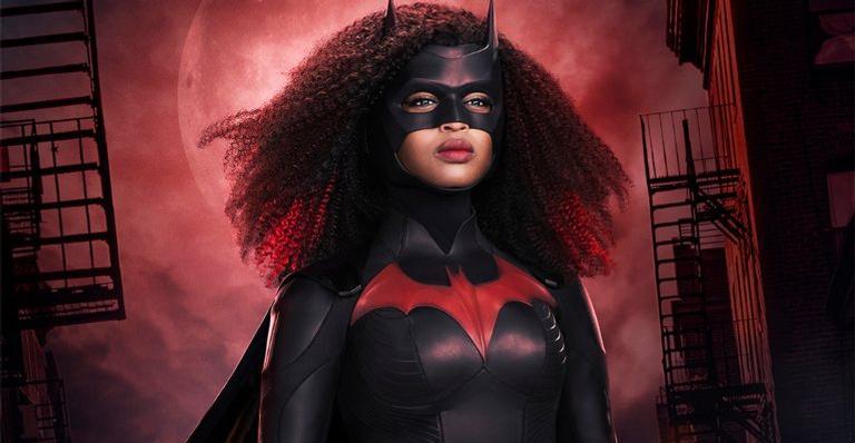 """javicia-leslie,-nova-protagonista-de-""""batwoman"""",-compartilha-detalhes-do-figurino"""