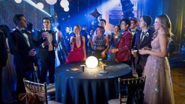 """""""riverdale"""":-imagens-do-primeiro-episodio-mostram-baile-de-formatura;-confira!"""