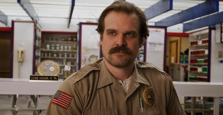 "david-harbour-revela-que-4a-temporada-de-""stranger-things""-e-sua-favorita;-entenda!"