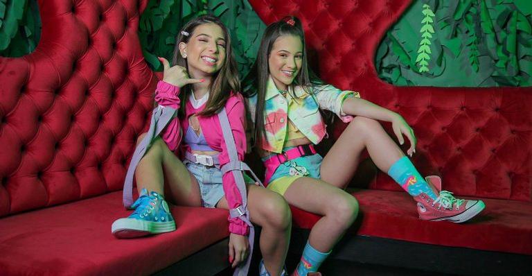"""julia-pimentel-lanca-primeiro-clipe-em-parceria-com-taby;-veja-""""online"""""""