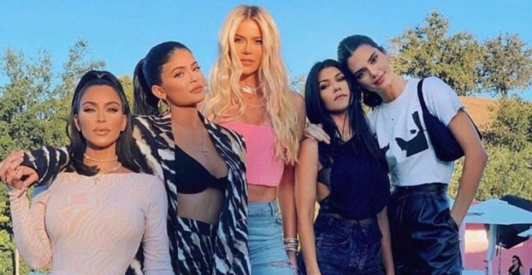 kardashians-fazem-pegadinha-com-justin-bieber,-hailey-baldwin-e-addison-rae-e-divertem-a-web