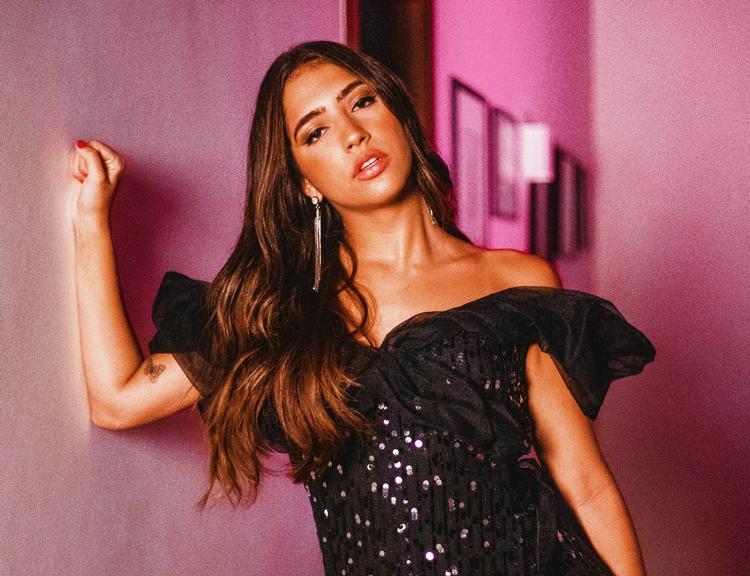 """julia-joia-muda-visual-e-da-inicio-a-nova-fase-com-single-""""por-que-voce-nao-chega-em-mim?"""""""