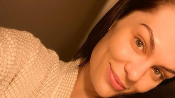 jessie-j-e-diagnosticada-com-sindrome-de-meniere,-apos-passar-o-natal-no-hospital