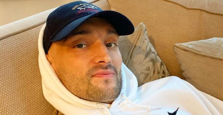 com-cancer-cerebral,-tom-parker,-ex-the-wanted,-comemora-diminuicao-significativa-do-tumor