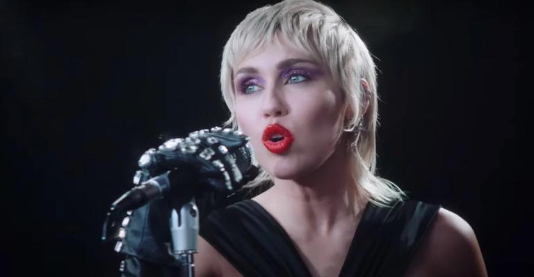 """miley-cyrus-admite-se-""""sentir-capaz""""-de-ser-a-nova-rainha-do-rock;-entenda!"""