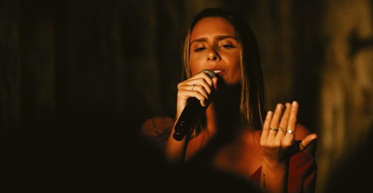 """amanda-coronha,-do-the-voice-brasil,-diz-ter-um-proposito-alem-da-musica:-""""sou-empreendedora-social"""""""