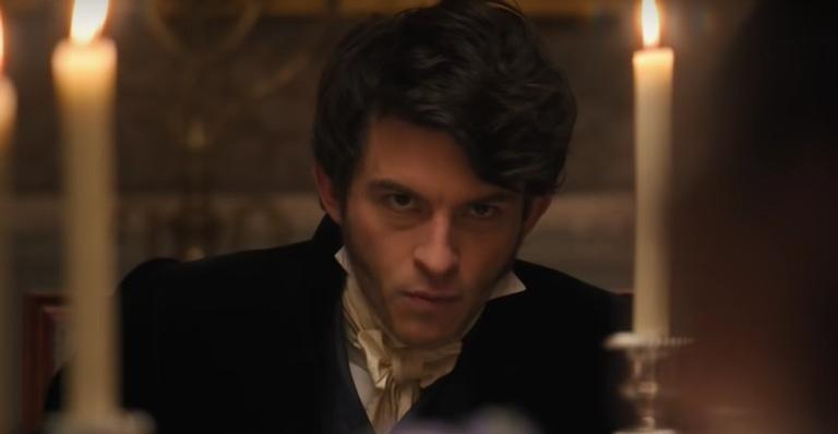 """jonathan-bailey,-ator-de-""""bridgerton"""",-revela-que-a-segunda-temporada-da-serie-tera-mais-romance;-saiba-mais!"""