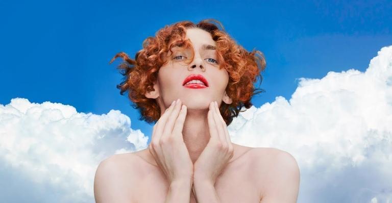 aos-34-anos,-morre-sophie,-primeira-artista-trans-a-ser-indicada-ao-grammy