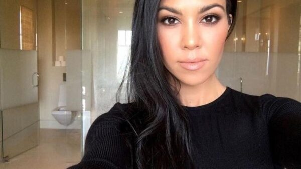 kourtney-kardashian-confirma-romance-com-travis-barker