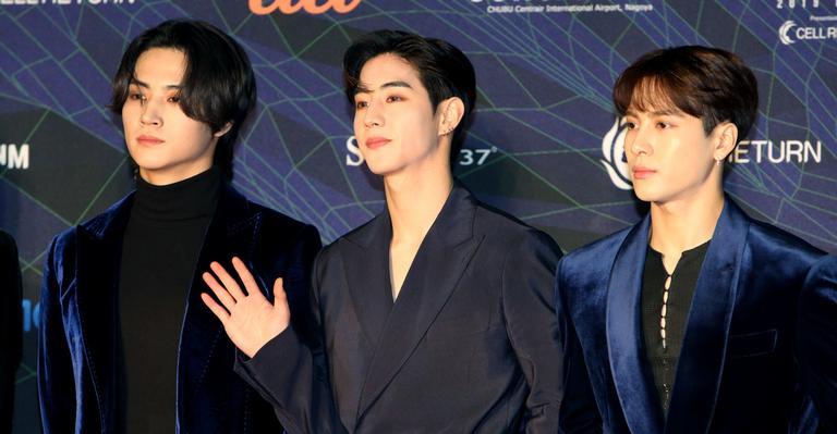 """estrelas-do-k-pop-se-pronunciam-apos-aumento-de-crimes-de-odio-contra-asiaticos:-""""merecemos-viver-sem-medo"""""""