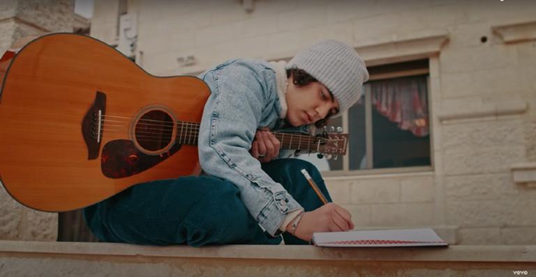 conheca-issam-alnajjar,-o-jovem-cantor-da-jordania-que-estourou-no-tiktok
