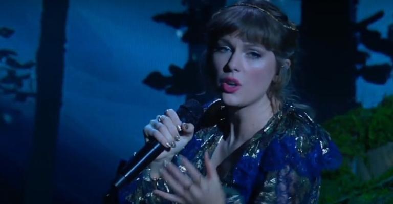 "grammy-2021:-taylor-swift-canta-sucessos-do-""folklore""-e-""evermore"""
