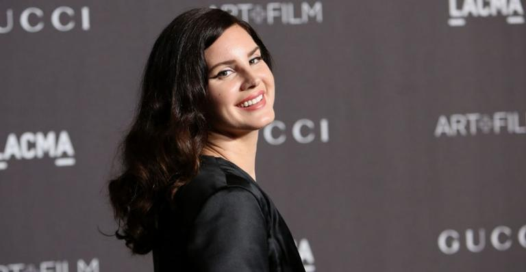 "lana-del-rey-lanca-seu-setimo-album;-confira-""chemtrails-over-the-country-club"""