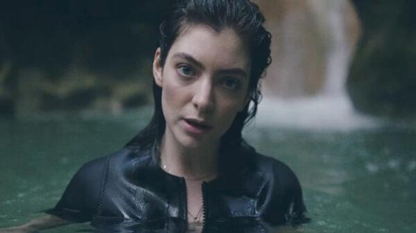 Lorde Faz Performance Exclusiva Em Show Intimista