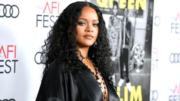 Rihanna responde paparazzi sobre música nova