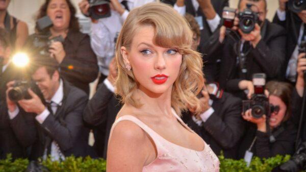 """Taylor Swift divulga tracklist de """"Fearless (Taylor's Version)"""""""