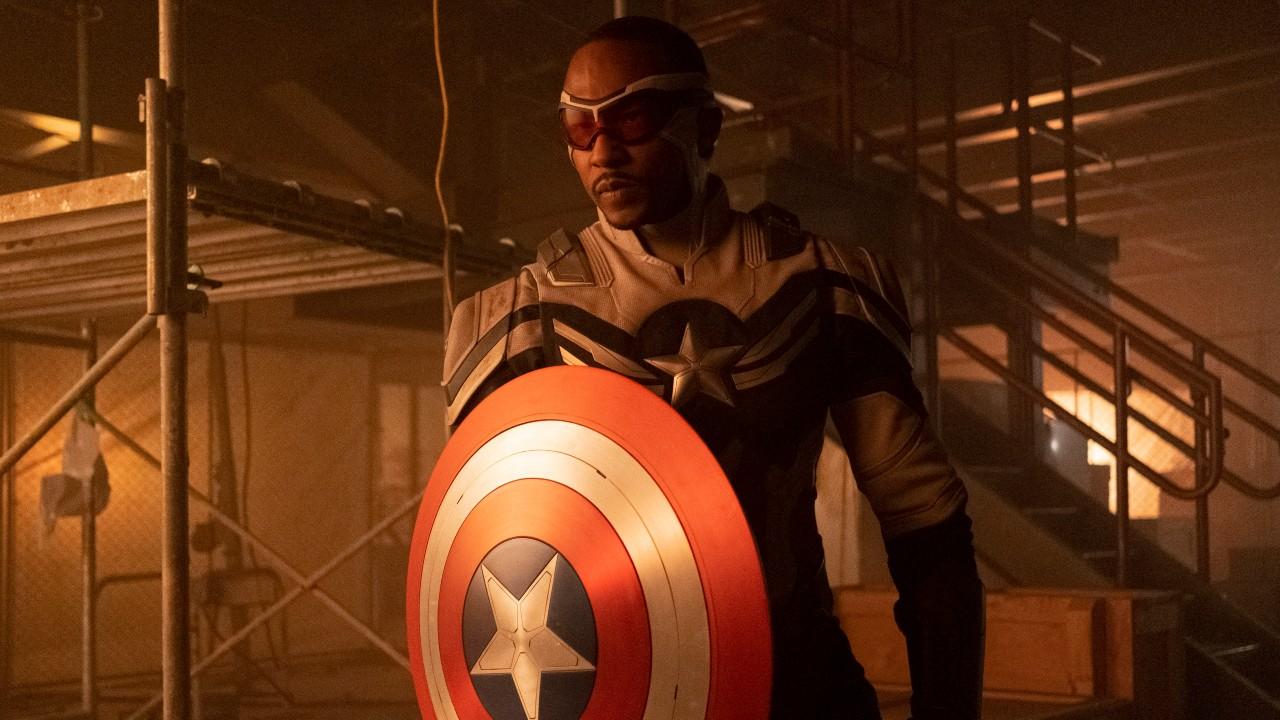 """Anthony Mackie como Capitão América, em """"Falcão e o Soldado Invernal"""""""