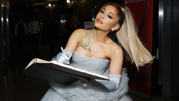 ariana grande lança lyric e dance video de pov