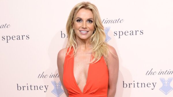 Britney Spears toma vacina Contra a covid-19.