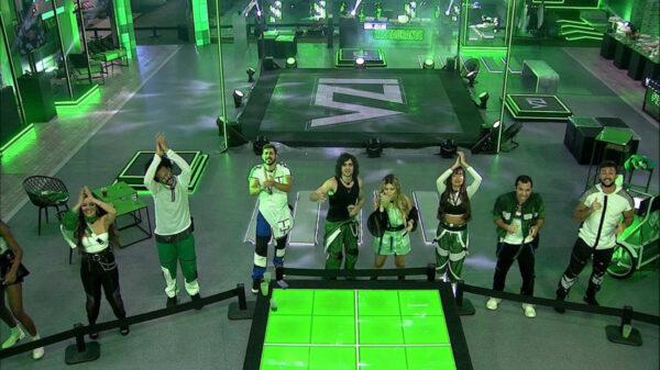 "Iza se apresenta em festa do ""BBB21"""