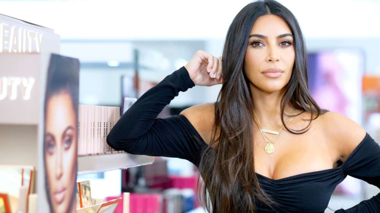 Kim Kardashian encanta a web com foto dos filhos