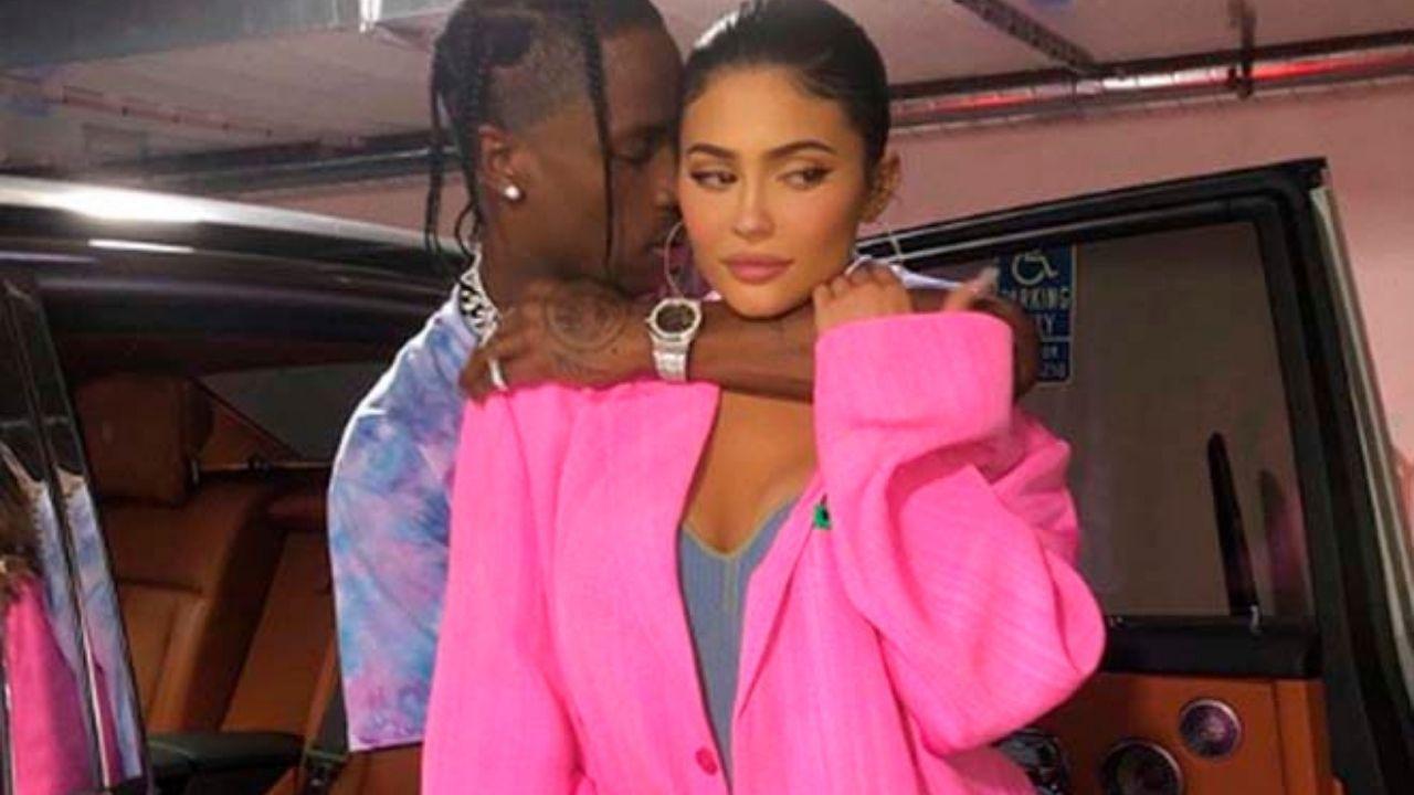 Kylie Jenner compartilha sequência de cliques incríveis ao lado de Travis Scott
