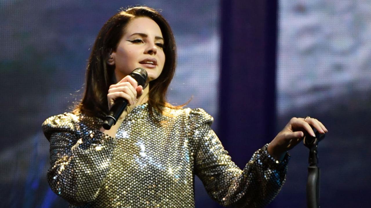 """Lana Del Rey anuncia mais um álbum para este ano, o """"Blue Banisters"""""""