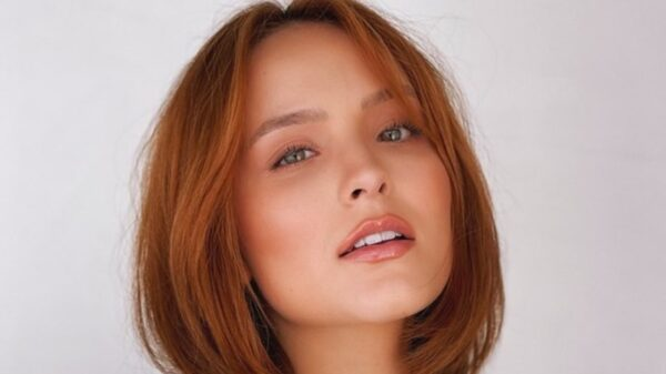 Larissa Manoela aparece em sequência de cliques conceituais