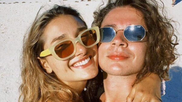 Sasha Meneghel e noivo João Figueiredo, com quem fez uma tatuagem combinando.
