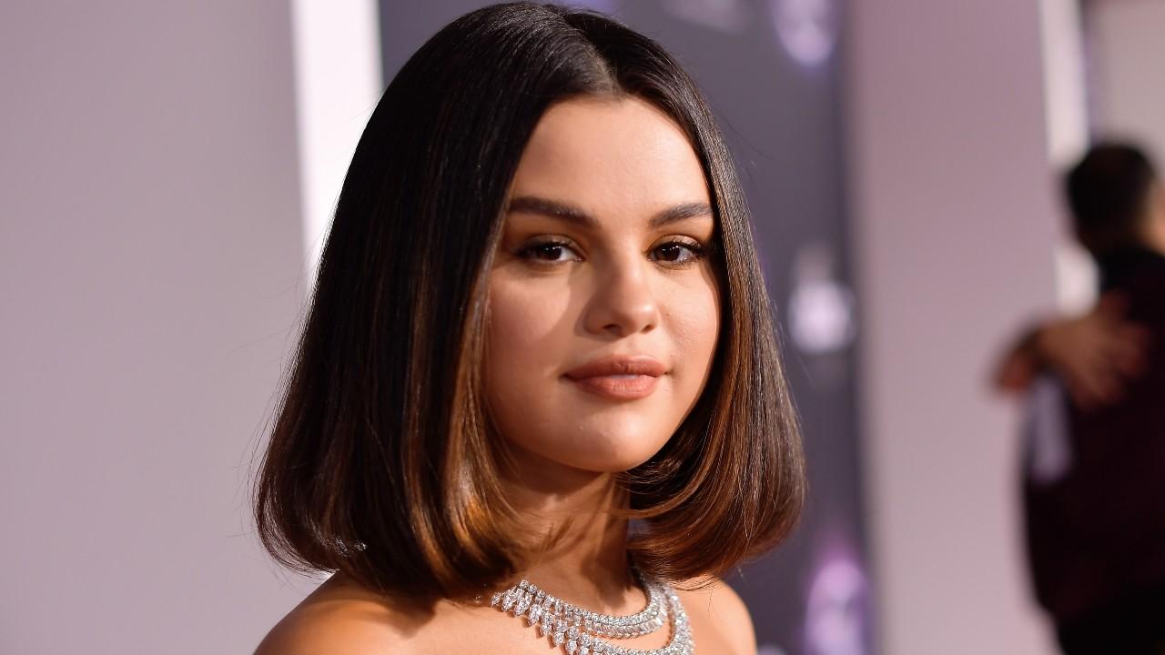Selena Gomez aparece loira em nova foto