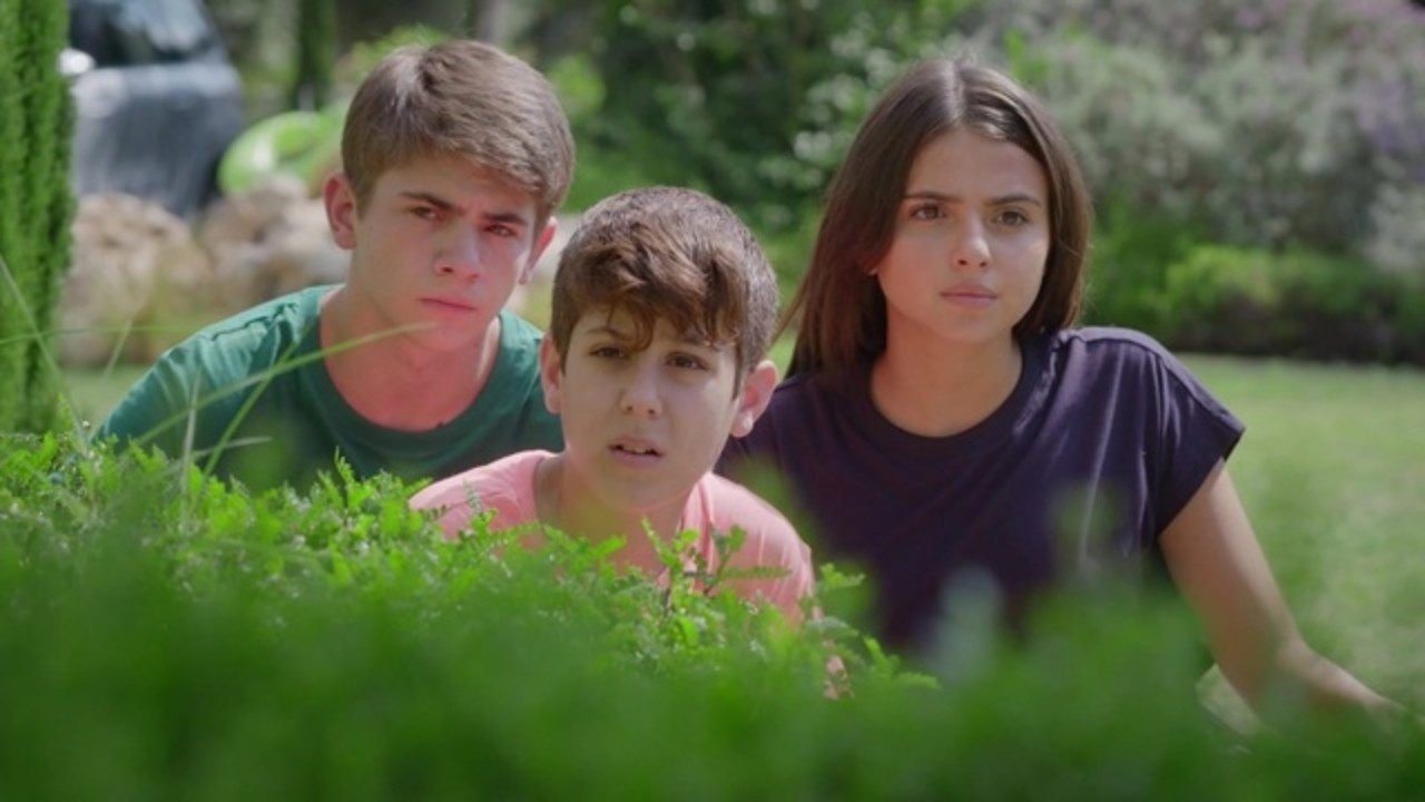 """Elenco de """"Spyders"""", que foi renovada para a segunda temporada"""