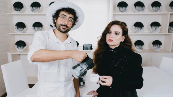zeeba lança musica em parceria com carol biazin