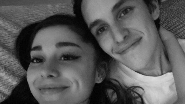 Perfeitos! Ariana Grande divulga fotos do casamento com Dalton Gomez